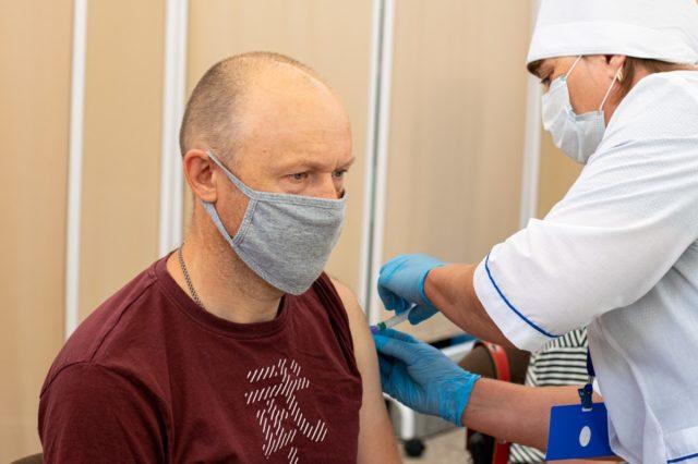 Підробив сертифікат, а потім ледь вижив: у Миколаєві чоловік вимагає його вакцинувати
