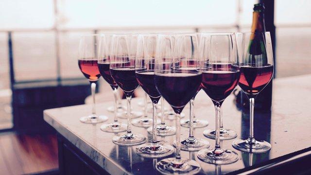 Пити таки шкідливо: навіть один келих вина може викликати аритмію серця