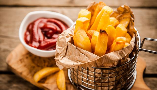 У Великій Британії підліток втратив зір через чіпси та картоплю фрі