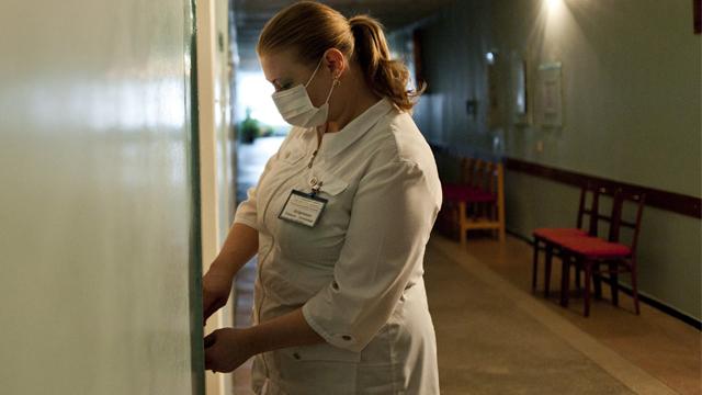 Медикам доплачуватимуть до 200% надбавки за роботу з хворими на коронавірус  – закон