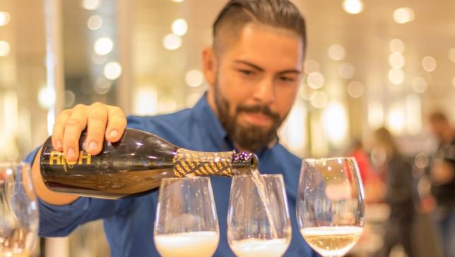 Віддалена робота сприяє  вживанню алкоголю – причини