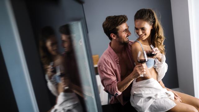 Опасности есть, но их можно избежать: как подготовиться к анальному сексу