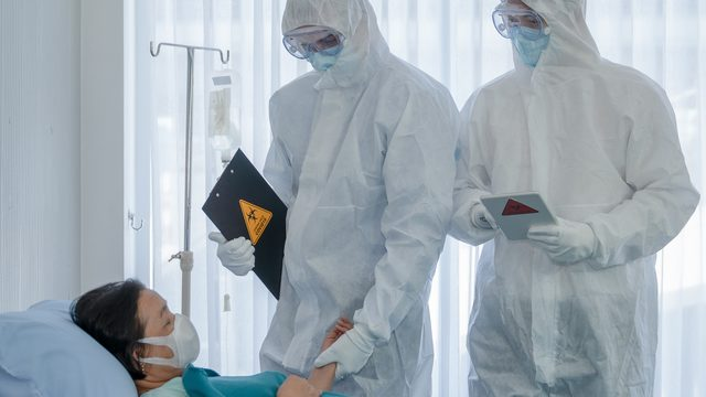 Почали розміщувати у коридорах: у Києві Covid-лікарні заповнені на 100%