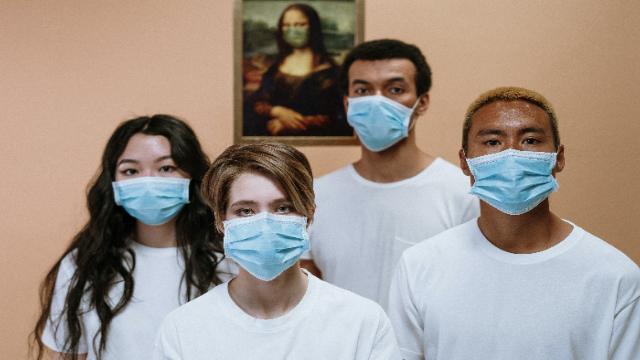 У США для вакцинованих від коронавірусу скасували маски та дистанцію