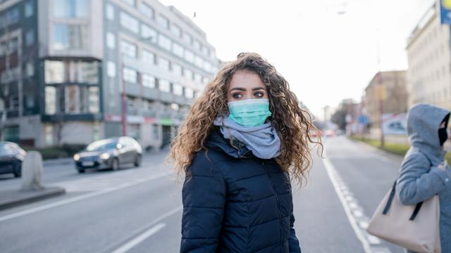 Може швидко вийти з-під контролю – медик про новий штам коронавірусу