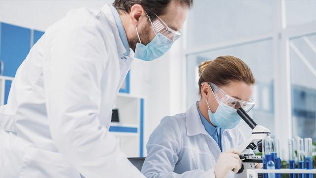 На 20% за тиждень: як в Україні зростає захворюваність на Covid-19