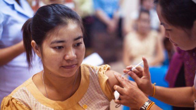 Зростання кількості хворих в Україні та вакцинація у світі – коронавірус 13 березня