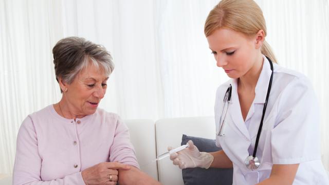 У Києві стартує вакцинація сімейних лікарів та людей від 80 років