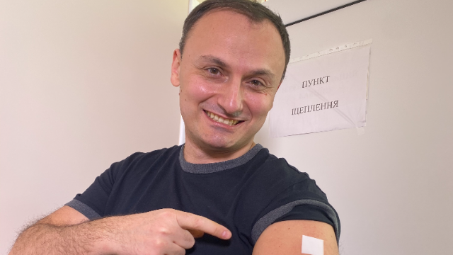 Сергій Кудімов став першим ведучим ICTV, який вакцинувався від коронавірусу