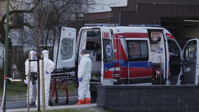 У Польщі найвищий рівень смертей від коронавірусу з початку 2021 року