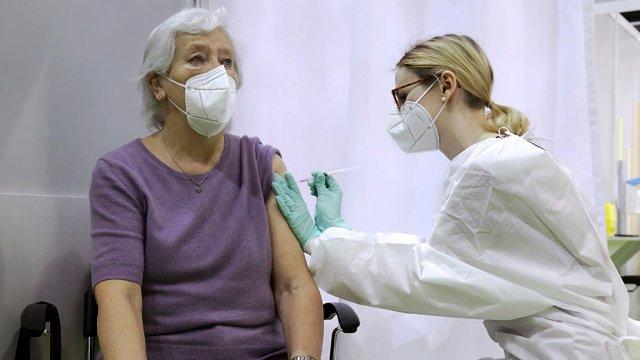 На Житомирщині найнижчі показники: скільки українців вакцинували від Covid-19