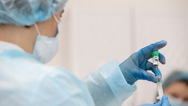 Повністю вакциновані люди рідше помирають від Covid-19