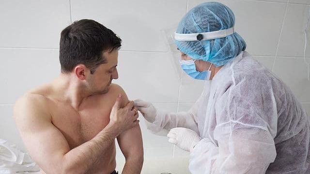 Зеленського вакцинували від коронавірусу
