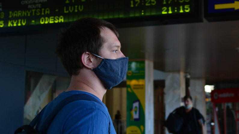 В Україні оновили правила транзитного в'їзду для іноземців – що змінилося