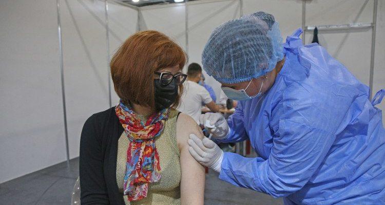 В автобусах і наметах: у Києві працюватимуть мобільні центри Covid-вакцинації