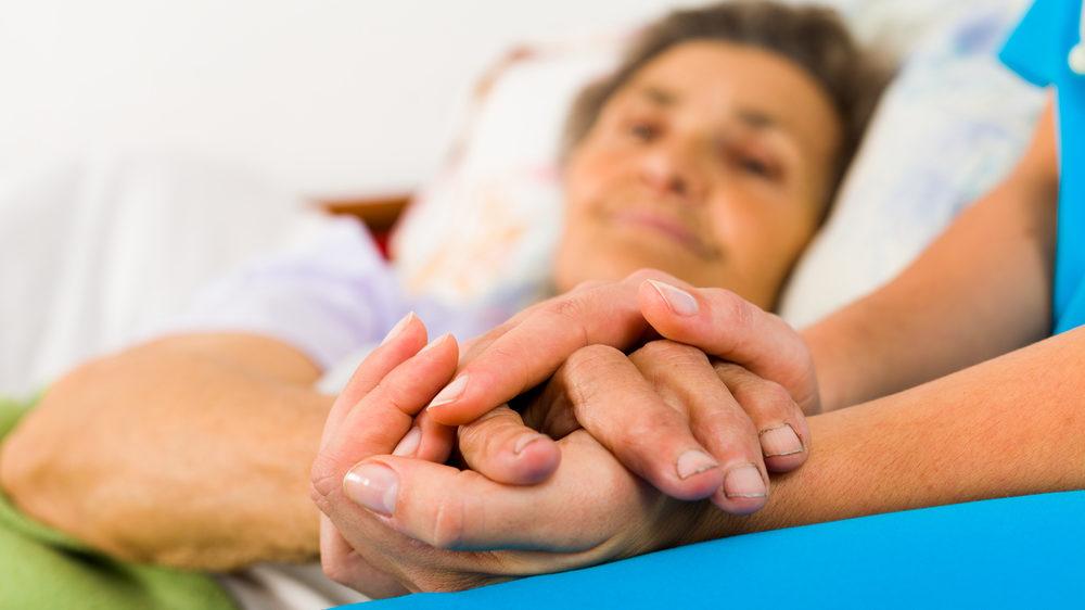 Допоможе у лікуванні: в Україні запустили чат-бот для онкохворих людей