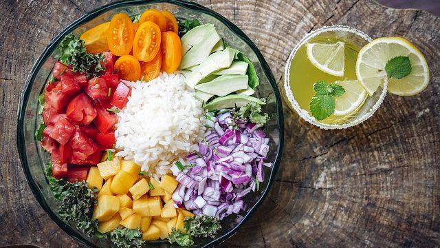 Не лише зелень та овочі: топ-10 продуктів, які допоможуть схуднути
