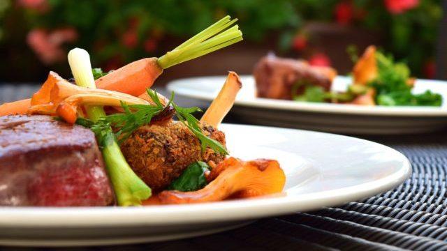 Ідеальна вечеря: що їсти ввечері та яких продуктів варто уникати