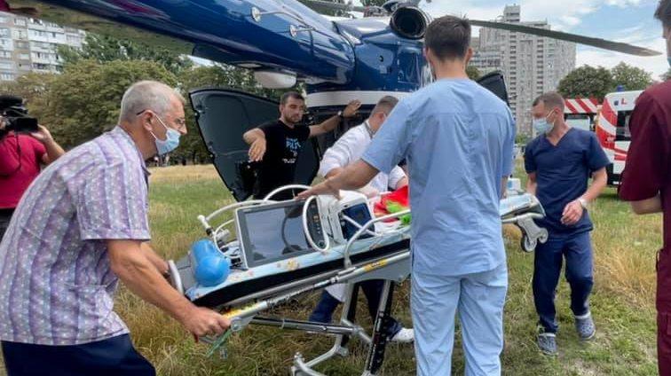 Літаюча швидка: 6-місячне немовля з сепсисом доправили в Охматдит вертольотом Нацполіції