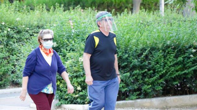 Прозорі щитки на обличчі не захистять від коронавірусу – Радуцький