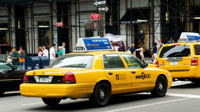 В Америці таксі відмовляються возити людей в масках