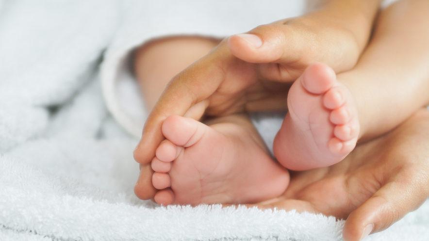 Важило 212 грамів: у Сінгапурі після лікування виписали найменше немовля у світі