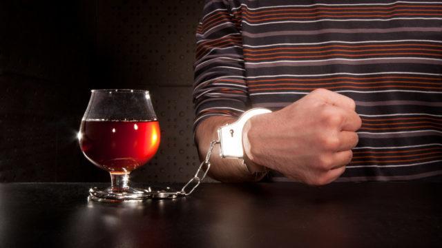 Зупинитися вчасно можна: вчені з'ясували як запобігти розвитку алкоголізму