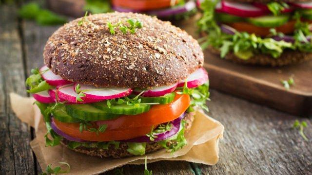 Здоровий фаст-фуд: що можна з'їсти без шкоди для здоров'я