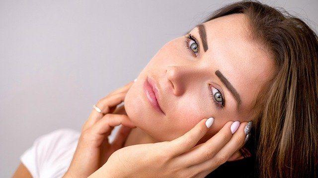 Видавлювання прищів та маски за 30 грн: дерматолог розповіла, як доглядати за шкірою