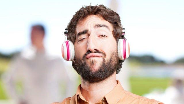 Алкотестер у вухах: вчені створили навушники, які визначають ступінь сп'яніння