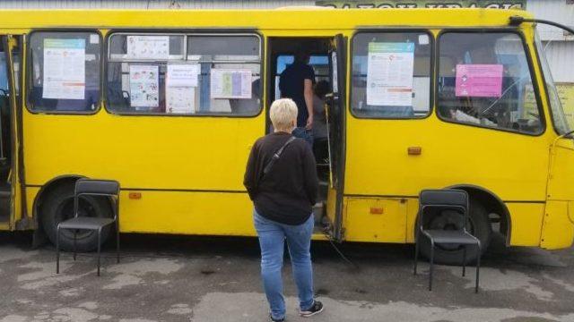 Covid-вакцинація в автобусі: жителі Києва можуть зробити щеплення Pfizer і CoronaVac