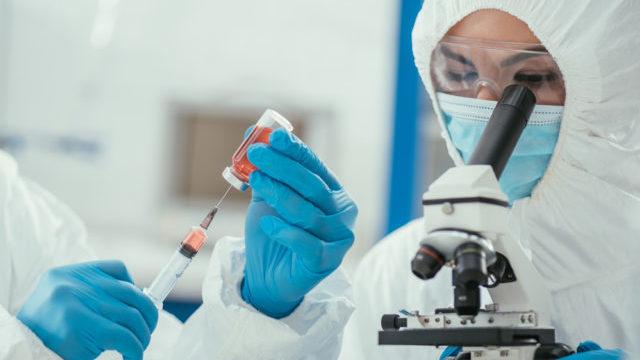 Захист від нових штамів: чому дуже важлива друга доза Сovid-вакцини